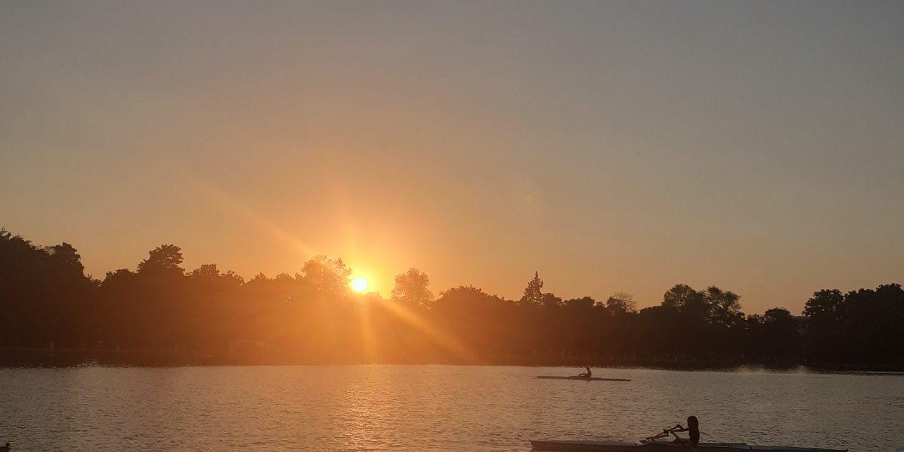 https://www.monicachacin.com/wp-content/uploads/2021/08/parque-del-retiro-madrid-estanque-barcas-remar-emprendedores-1280x640.jpg