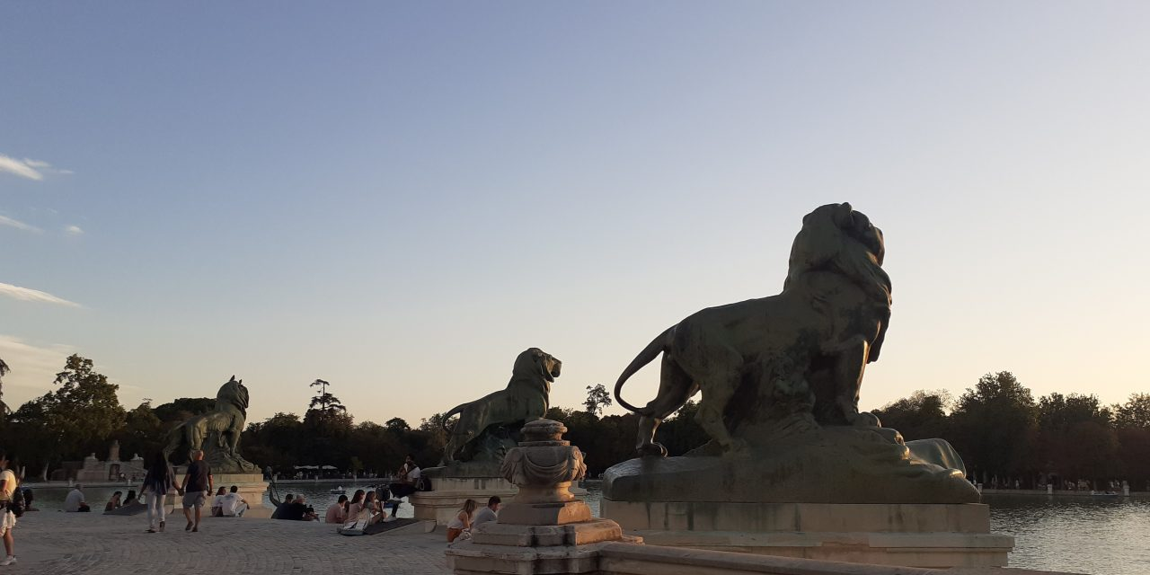 https://www.monicachacin.com/wp-content/uploads/2021/09/reflexiones-para-emprendedores-monica-chacin-copywriter-madrid-parque-retiro-leones-2-1280x640.jpg